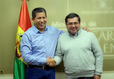 During the ceremony, the new Minister of Energy, Rafael Alarcón to the right (source: Ende.bo)