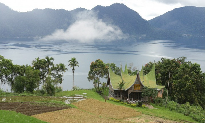 LakeManinjau_WestSumatra_Indonesia