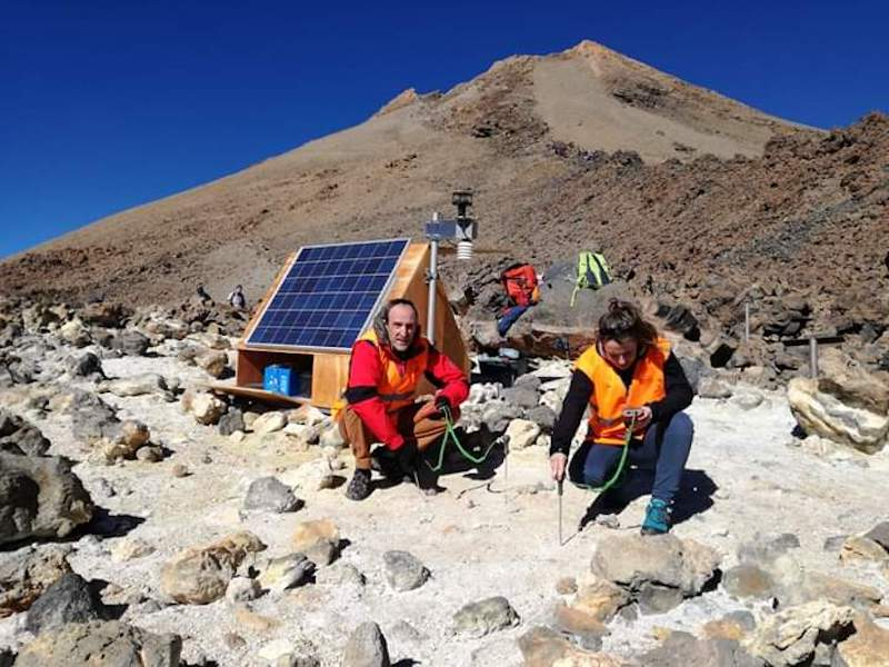 Geothermal heat powering volcanic monitoring stations in the Canary Islands